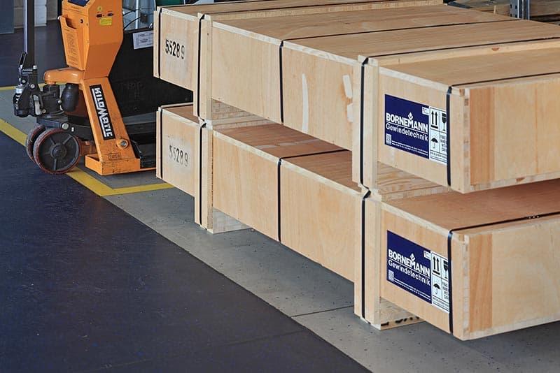 Vakkundige verpakking voor binnenlandse verzendingen of verzendingen overzee incl. GPS-tracking
